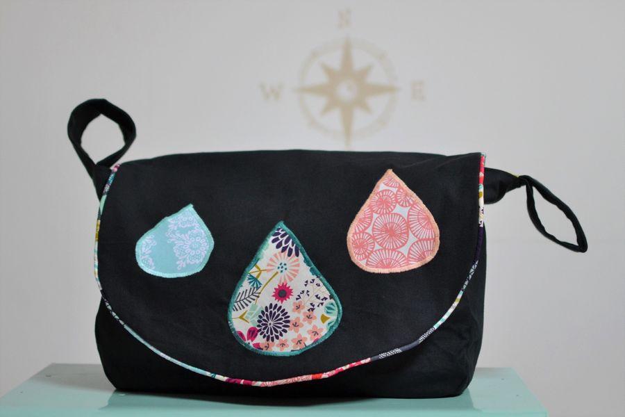 sac pour fauteuil roulant noir et gouttes tissu pastel multicolore
